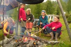 Lagerfeuer Grillen Stockbrot Feuer machen